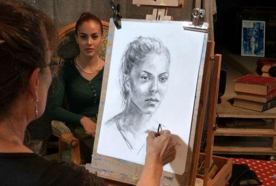 Atelier portrait au fusain avec Brigitte